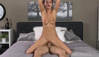 Wide ass blond head shows her abilities in pleasing a man